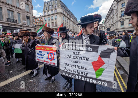 London, UK. 11th May 2019. Neturei Karta Anti-Zionist Jews  on the march from the BBC to a rally in Whitehall a few days before Nakba day showing solidarity with the Palestinian people and opposing continued Israel violation of international law and human rights. The protest called for an end to Israeli oppression and the siege of Gaza and for a just peace that recognises Palestinian rights including the right of return. It urged everyone to boycott and divest from Israel and donate to medical aid for Palestine. Peter Marshall/Alamy Live News Credit: Peter Marshall/Alamy Live News - Stock Image