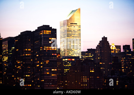 BUILDING, CITY, EXTERIOR, FAÇADE, IN A ROW, SKYSCRAPER, WINDOWS, WINDOW, URBAN SCENE, ARCHITECTURE, RESIDENTIAL - Stock Image