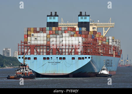 Mogens Maersk arriving in Hamburg - Stock Image
