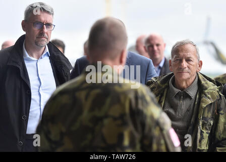 Namest Nad Oslavou, Czech Republic. 28th May, 2019. Czech Defence Minister Lubomir Metnar (left) and Jaroslav Kubera (right) attend International military exercise Dark Blade in 22nd helicopter base Sedlec, Namest nad Oslavou, Czech Republic, May 28, 2019. Credit: Lubos Pavlicek/CTK Photo/Alamy Live News - Stock Image