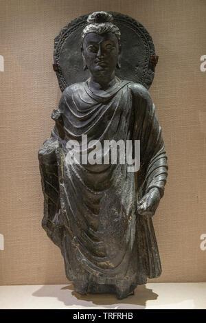 Stone Buddha statue. 2nd-3nd Century. National Museum, New Delhi, India - Stock Image