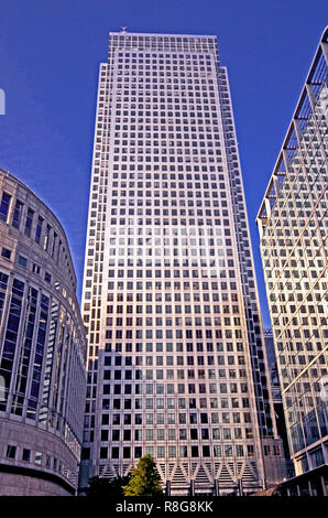 NO1 CANADA SQUARE, OFFICE BUILDING, CANARY WHARF, LONDON. AUGUST 2015. The tall office building reaches the sky with 50 floors - Stock Image