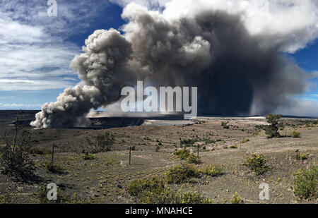 Kilauea Volcano, Hawaii. 15th may 2018. A grey ash plume rises from the Halemaumau crater in the Kilauea volcano May 15, 2018 in Hawaii. The recent eruption continues destroying homes, forcing evacuations and spewing lava and poison gas on the Big Island of Hawaii. Credit: Planetpix/Alamy Live News - Stock Image