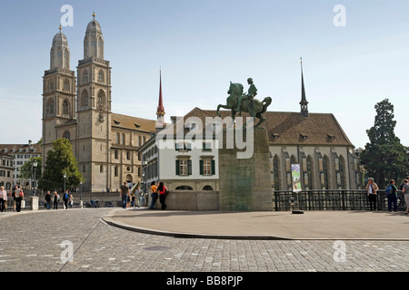 Grossmuenster Minster on the left, Wasserkirche Church on the right, memorial to Hans Waldmann in the centre, Zurich, - Stock Image