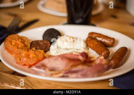 A full Irish breakfast served in a pub in Waterville, Ireland - Stock Image