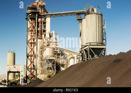 A cement works at Tehachapi Pass California, USA, Cement production is one of the most carbon hungry industries on the planet. - Stock Image