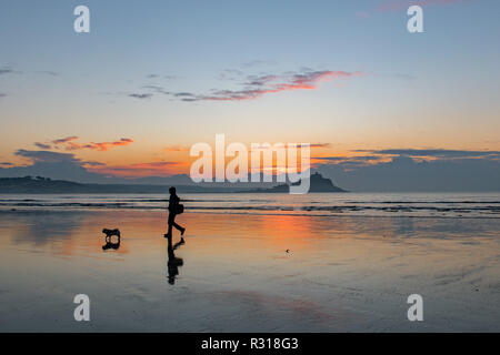 Longrock, Cornwall, UK. 21st November 2018. UK Weather. It was down to 1 degrees C before sunrise  on the beach at Longrock this morning. Credit: Simon Maycock/Alamy Live News - Stock Image