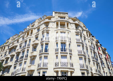 PARIS, FRANCE - JULY 21, 2017: Ancient luxury buildings facade with balcony in a sunny day, clear blue sky in Paris, France - Stock Image