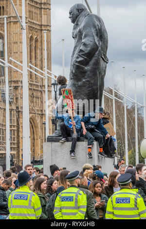 London, UK. 15th Mar 2019. Speeches continu under the Churchill monument after police finally remove students from the road outside Parliament - School students go on strike over the lack of action on climate change. Credit: Guy Bell/Alamy Live News - Stock Image