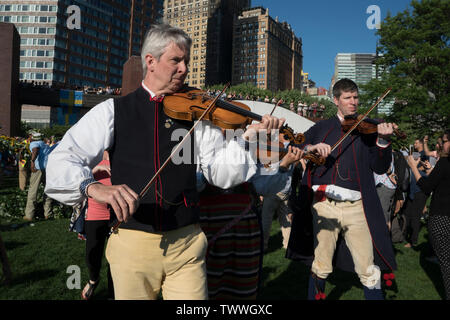 Paul Dahlin and other musicians from the American Swedish Institute in Minneapolis playing for the Swedish Midsummer Festival in Battery Park City. - Stock Image