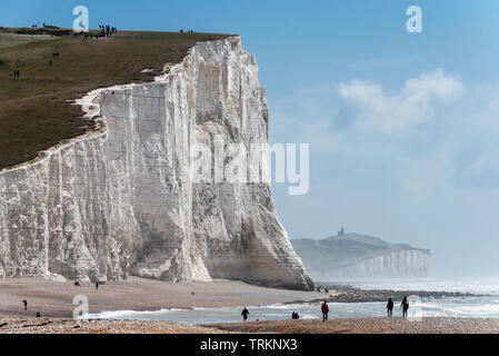 East Sussex, UK. 08th June, 2019.Cuckmere Haven and the Seven Sisters enjoying a bright summer afternoon today Credit: Andrew Hasson/Alamy Live News - Stock Image