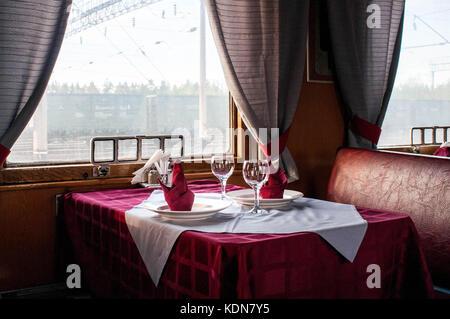 VLADIMIR, RUSSIE, MAI 13: Vue du wagon restaurant a bord du Transsiberien; plusieurs types de wagons restaurants - Stock Image