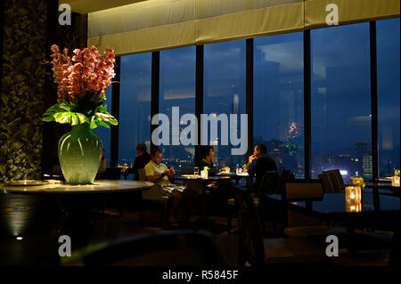 Evening cocktails at the Grand Club in the Grand Hyatt hotel, Hong Kong SAR - Stock Image