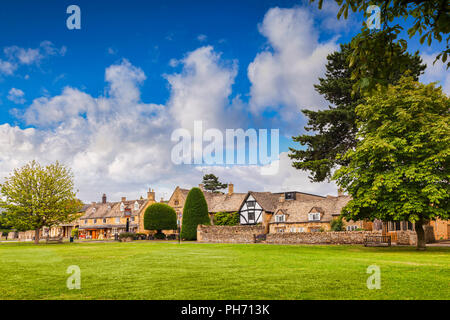 The Cotswold village of Broadway, Worcestershire, England - Stock Image