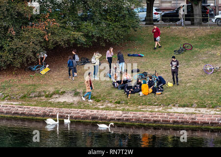 Strasbourg, Alsace, France, young people hanging around on Ill riverside, white swans, - Stock Image