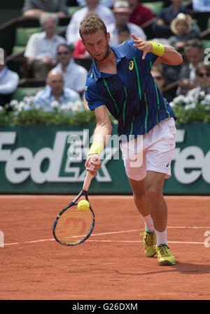 Paris. 25th May, 2016. Mathias Bourgue (FRA) loses to Andy Murray (GBR) 2-6, 6-2, 4-6, 6-2, 6-3, at the Roland Garros - Stock Image