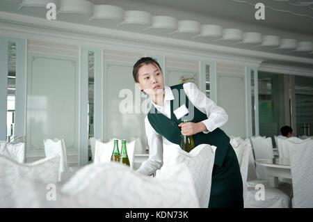 Restaurant d'esturgeon dans le centre de Pyongyang. Sturgeon Restaurant in downtown Pyongyang. - Stock Image