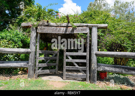 Old wooden gate at Woodleigh Cattle Station, near Ravenshoe, Atherton Tablelands, Far North Queensland, QLD, FNQ, Australia - Stock Image