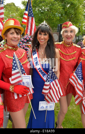 Merrick, New York, U.S. - May 26, 2014 - JANE RUBINSTEIN, 62, Ms. New York Senior America, wears blue gown and tiara, and is flanked by senior dancers, in The Merrick Memorial Day Parade and Ceremony, hosted by American Legion Post 1282 of Merrick, honoring those who died in war while serving in the United States military. Rubinstein is from Merrick. © Ann E Parry/Alamy Live News Credit:  Ann E Parry/Alamy Live News - Stock Image