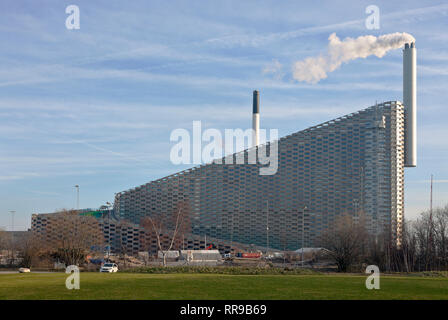 Amager ski slope, the Copenhill ski slope, hiking area, on the waste-to-energy plant Amager Ressource Center, Copenhagen. Architect Bjarke Ingels BIG. - Stock Image