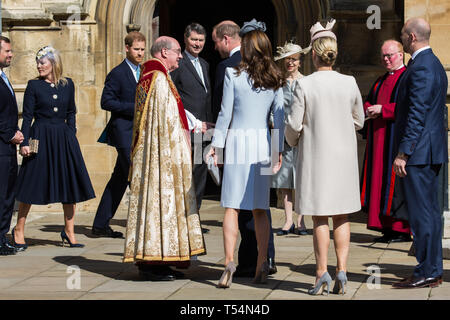 Windsor, UK. 21st April 2019. The Duke of Cambridge, followed by the Duchess of Cambridge and Mike and Zara Tindall, shakes the hand of the Dean of Windsor, the Rt Revd David Conner KCVO, as he arrives to attend the Easter Sunday Mattins service at St George's Chapel in Windsor Castle. Credit: Mark Kerrison/Alamy Live News - Stock Image