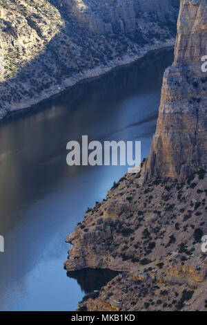 Gray limestone walls of Devil Canyon Overlook embrace the waters of Bighorn River in the Bighorn Canyon Recreation Area - Stock Image