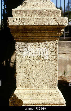 Syria. Palmyra city. Stone altar with inscription in cursive Palmyrene (dialect of Aramaic, Semitic alphabet). It was used between 100 BC-300 BC. (Photo taken before the Syrian Civil War). - Stock Image