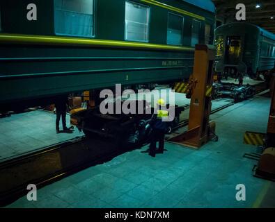 MAI 20 : Deux heures d'arret dans cette gare amenagee pour le changement des roues le 20 mai 2010, Chine - Stock Image