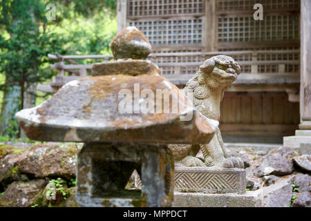 Un-gyo komainu statue outside Towada Shinto shrine. The lion-dog-like figure are meant to ward off evil. Aomori prefecture, Japan. - Stock Image