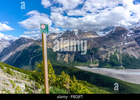 End of trail warning sign to hikers at the peak of Parker Ridge at Jasper National Park on the Icefields Parkway in the Canadian Rockies. - Stock Image
