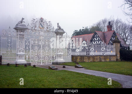 The gates and gate house at the National trust property of Chirk Castle  near Wrexham north Wales a grade 1 listed building seen in foggy weather - Stock Image