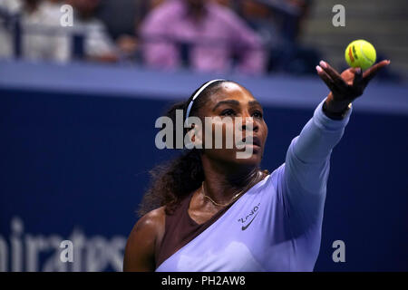 New York, United States. 29th Aug, 2018. Flushing Meadows, New York - August 29, 2018: US Open Tennis: Serena Williams prepares to serve to her opponent Carina Withoeft of Germany during their second round match at the US Open in Flushing Meadows, New York. Williams won the match in straight sets to advance to the next round. Credit: Adam Stoltman/Alamy Live News - Stock Image