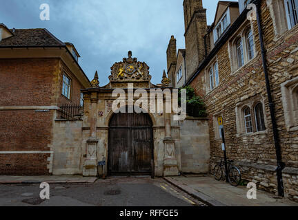An old gate in Trinity lane in Cambridge (England) - Stock Image