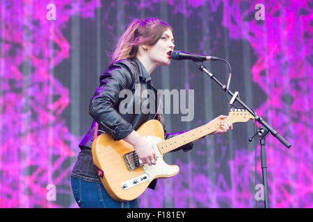 Portsmouth, UK. 29th August 2015. Victorious Festival - Saturday. Stina Marie Claire Tweeddale of Honeyblood performs - Stock Image