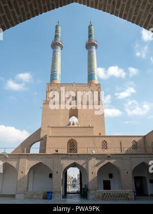 Jameh mosque courtyard and minarets, Yazd, Iran - Stock Image