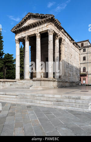 The Temple of Augustus is a well-preserved Roman temple in the city of Pula on the Istria peninsula in Croatia. Dedicated to the first Roman emperor,  - Stock Image