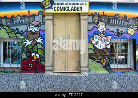 Comic Base Berlin. Colourful exterior of store selling comics in Baruther Strasse, Kreuzberg-Berlin - Stock Image