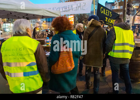 Montreuil, France, 'Gilet Jaunes' (Yellow Jackets) French Demonstration/ Occupation on Street - Stock Image