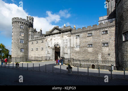 Kilkenny castle, first built in 1195 to control a fording place on the river Nore, owned by the Butler family Of - Stock Image