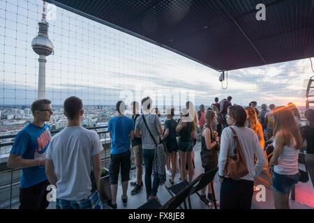 Panorama Bar, Park Inn, Alexander Sqaure, Viewpoint, Young people, Berlin - Stock Image