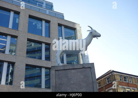 I Goat by Kenny Hunter 2010 - Goat Sculpture Spitafields Market, London, UK - Stock Image