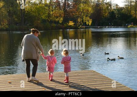 Glasgow, Scotland, UK. 10th, October, 2010. Glasgow, Scotland, UK. Warm air currents from the south brought unseasonal high temperatures in the low 20's to East Renfrewshire and Roukenglen Park on the outskirts of Glasgow. - Stock Image