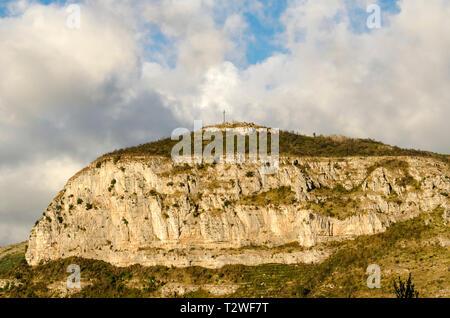 Cross on top of a rocky hill near Sorrento, Amalfi Coast, Italy - Stock Image