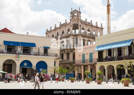 Cuba, Havana, Old Havana. Tourists in Old Square. Credit as: Wendy Kaveney / Jaynes Gallery / DanitaDelimont.com - Stock Image