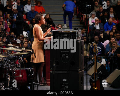 Chicago, Illinois, USA. 4th November 2018. Illinois 14th Congressional District candidate Lauren Underwood speaks at today's rally. Underwood seeks to unseat Republican Congressman Randy Hultgren. The rally at UIC was a final push preceding the upcoming midterm general election this Tuesday, which many expect will be a wave election in favor of the Democrats. Credit: Todd Bannor/Alamy Live News - Stock Image