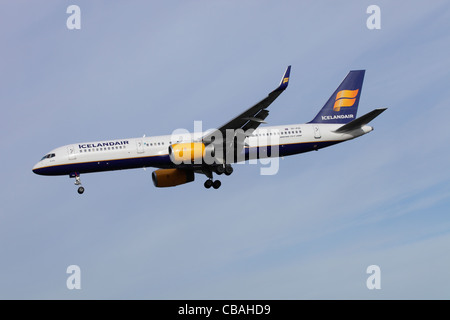 Icelandair Boeing 757-208 TF-FIO on approach to Heathrow - Stock Image