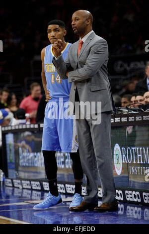 February 3, 2015: Denver Nuggets head coach Brian Shaw talks with guard Gary Harris (14) during the NBA game between - Stock Image