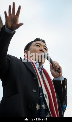 Boston, MA, USA April 10th 2019. YANG 2020 American presidential campaign rally at the Parkman Bandstand on the Boston Common. More than 1,000 supporters of Andrew Yang gathered to meet and hear Democratic candidate Yang speak at the Boston Common. Photo shows Yang addressing the crowd. Credit: Chuck Nacke/Alamy Live News - Stock Image