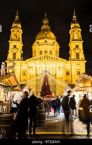 Tourists enjoying Christmas fair at St.Stephens Basilica - Stock Image