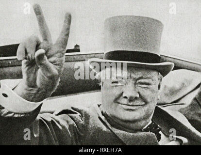 British wartime leader Winston Churchill with his famous V for victory sign. Image from the archives of Press Portrait Service (formerly Press Portait Bureau) 1946 image - Stock Image
